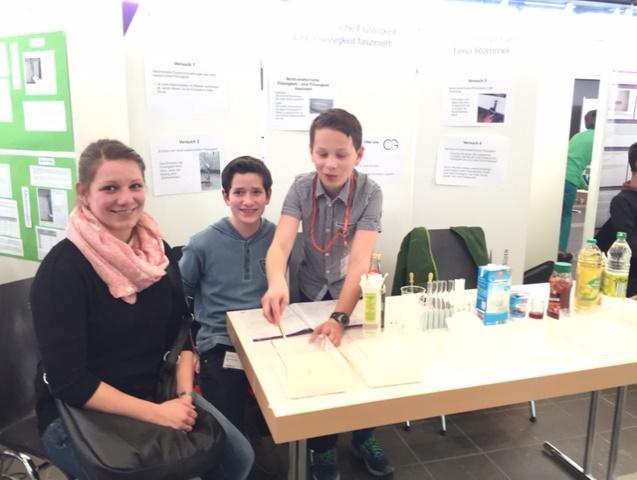 Ein CLG-Stand bei Jugend Forscht