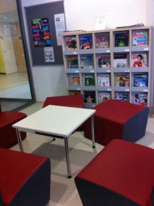 Sitzgelegenheiten in der Mediothek
